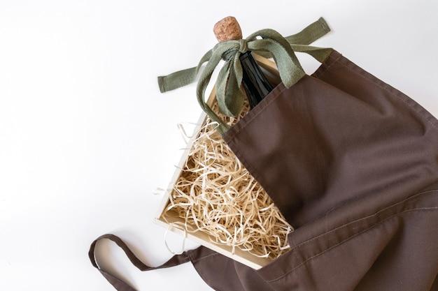 Caixa de palha avental de serviço fundo branco embalagem de armazenamento marrom