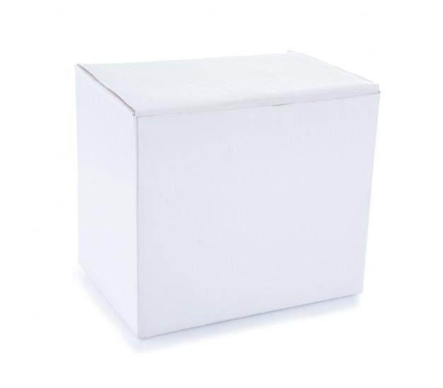 Caixa de papel branco isolada no branco