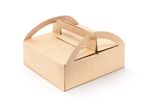 Caixa de papel de embalagem kraft isolada no fundo branco