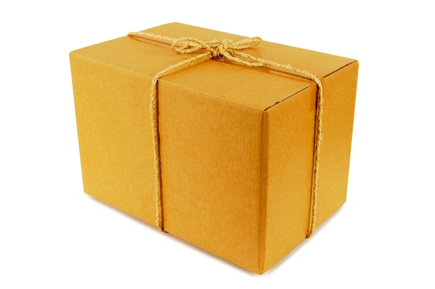Caixa de papelão amarrada com corda