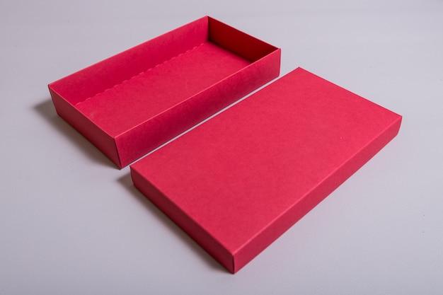 Caixa de papelão cinza com tampa