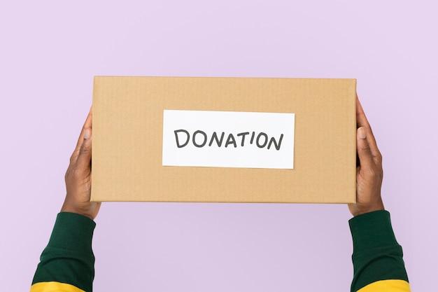 Caixa de papelão de doação para campanha de caridade