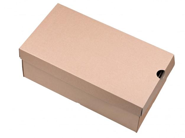 Caixa de papelão de transporte fechada isolada no branco
