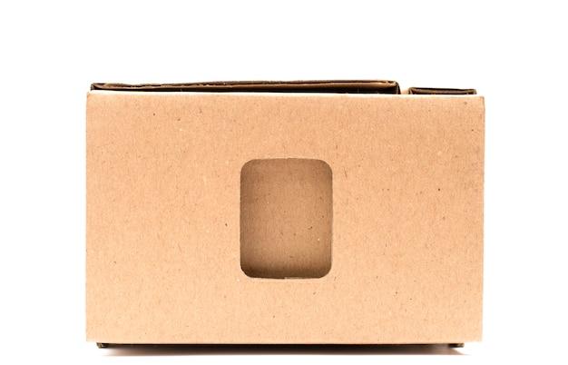 Caixa de papelão em um branco isolado