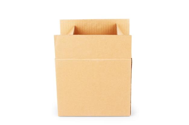 Caixa de papelão isolada no branco