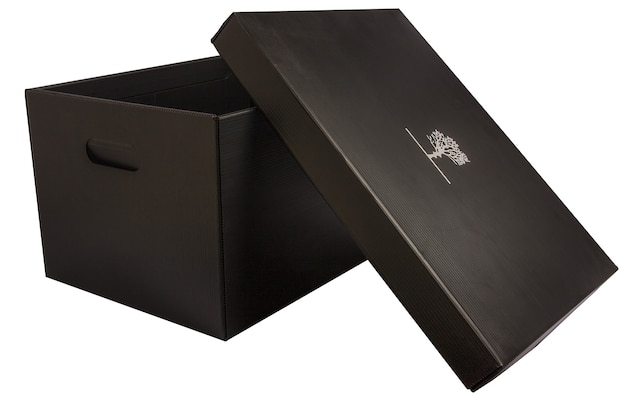 Caixa de papelão isolada para vegetais com fundo branco