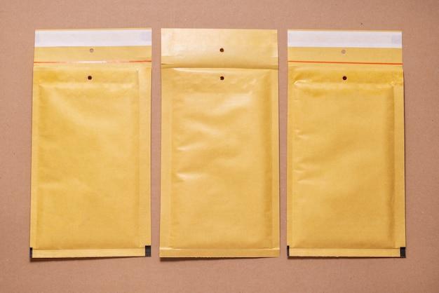 Caixa de papelão marrom, mock up, cópia espaço