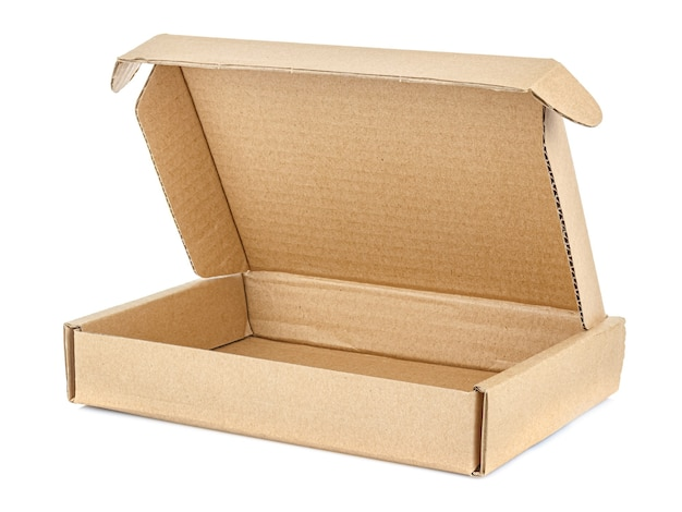 Caixa de papelão marrom plana aberta isolada no fundo branco