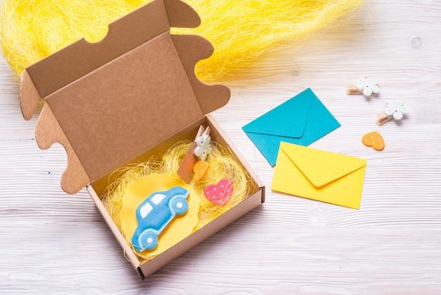 Caixa de papelão para presente infantil