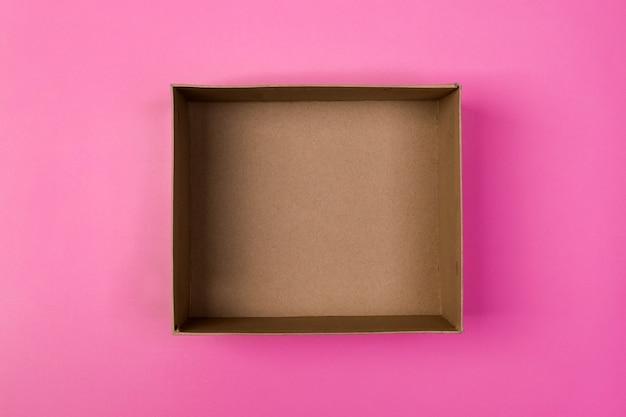 Caixa de papelão vazia