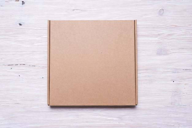 Caixa de pizza marrom