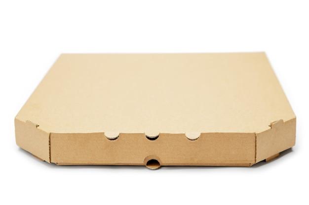 Caixa de pizza vazia isolada no branco