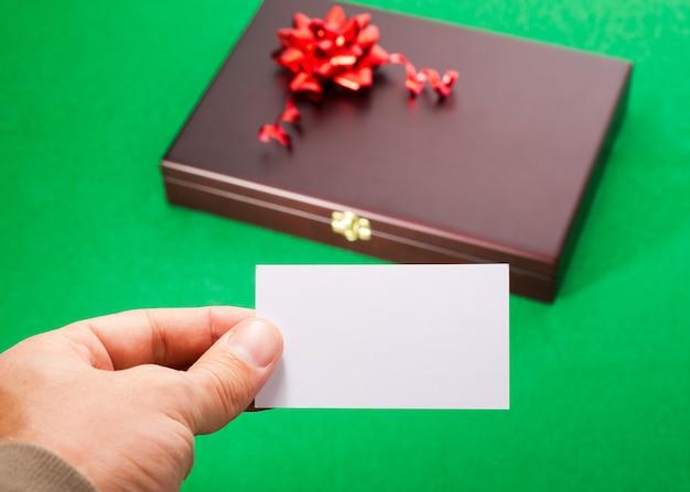 Caixa de presente com cartão em branco