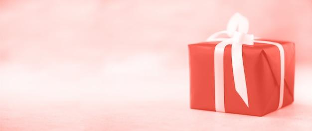 Caixa de presente com espaço de cópia de plano de fundo. natal, ano novo, festa de aniversário