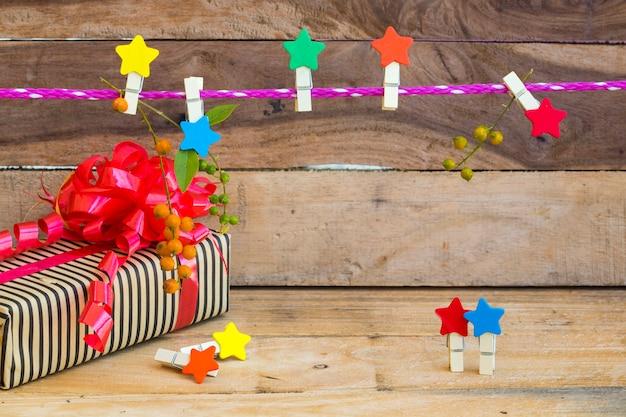 Caixa de presente com estrela decorada em estilo de cartão postal
