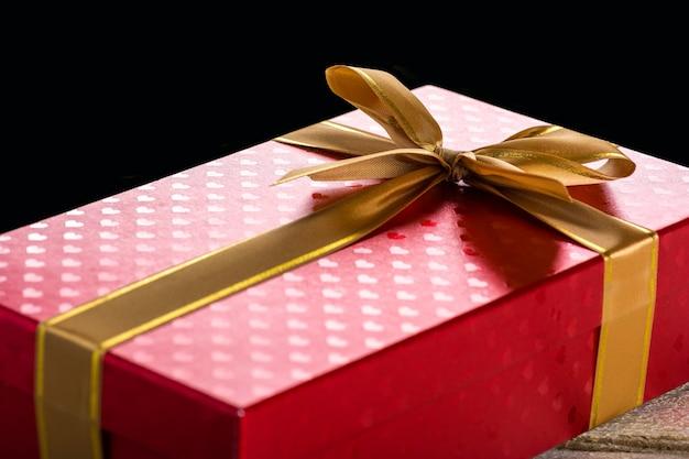 Caixa de presente com fita de cetim