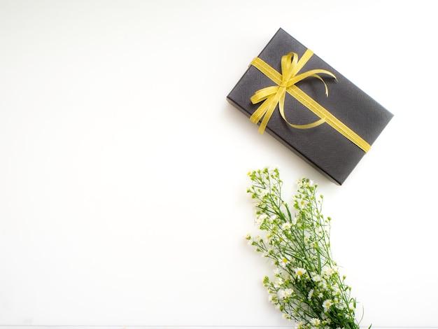 Caixa de presente com flores