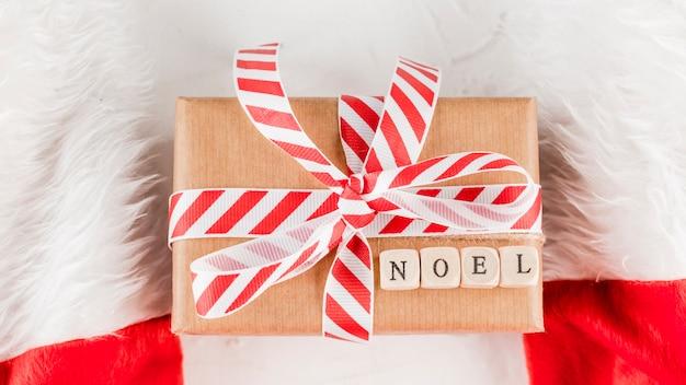 Caixa de presente com inscrição noel