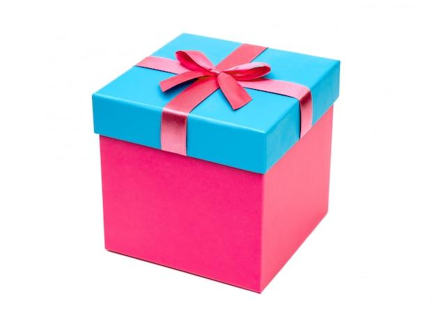 Caixa de presente com laço de fita. presente de feriado