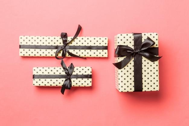 Caixa de presente com laço preto