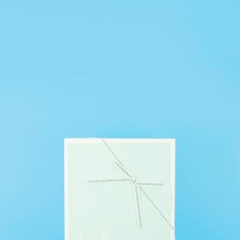 Caixa de presente de aniversário com arco