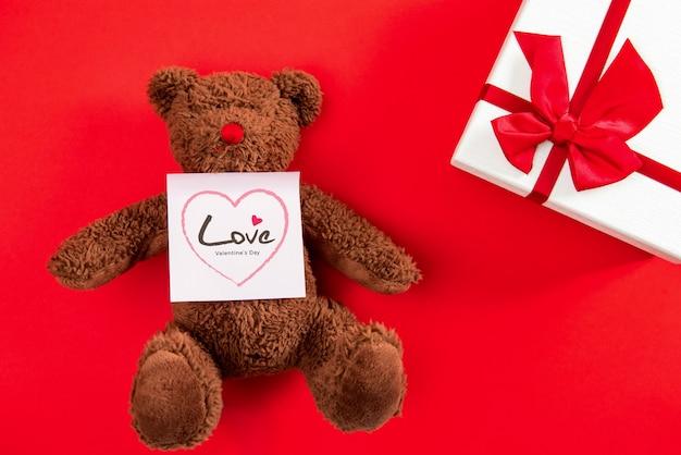Caixa de presente de dia dos namorados e urso fofo boneca de brinquedo com mensagem de amor