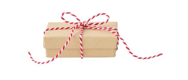 Caixa de presente de feriado ecológica isolada no fundo branco