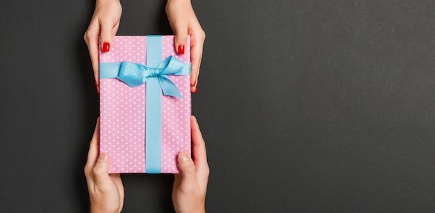 Caixa de presente de natal. conceito de feliz ano novo.