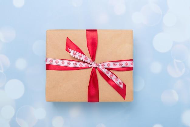 Caixa de presente de natal e decoração bokeh