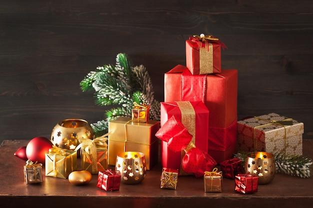 Caixa de presente de natal e luz de decoração