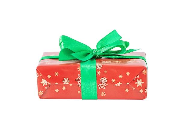 Caixa de presente de natal isolada em fundo branco
