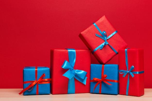 Caixa de presente de natal no tablet