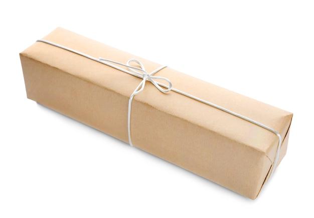Caixa de presente de pacote em fundo branco