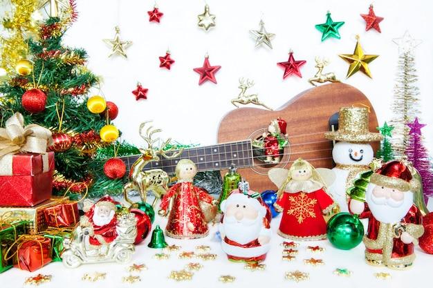 Caixa de presente de papai noel e boneco de neve decoração de brinquedo de natal ou ano novo conceito