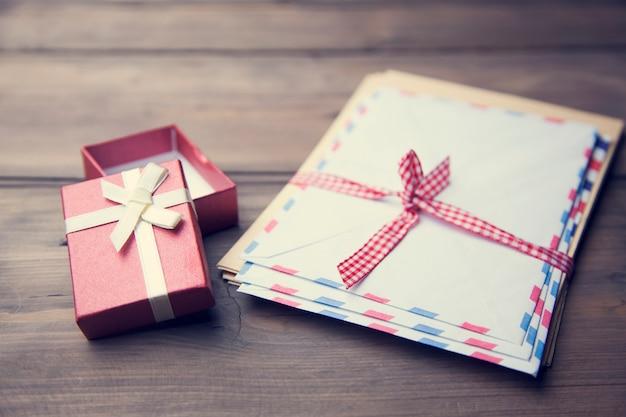 Caixa de presente e carta