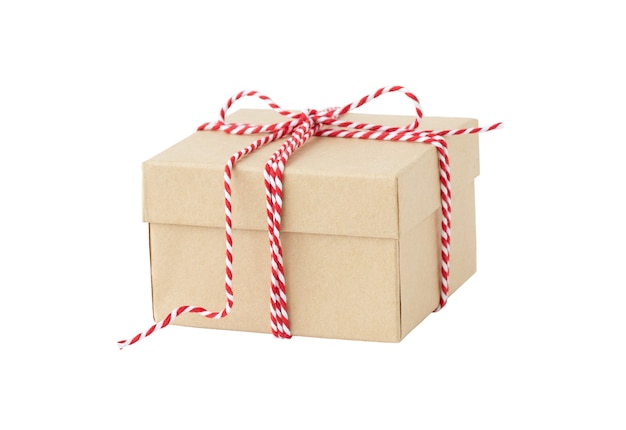 Caixa de presente ecológica de natal isolada no fundo branco