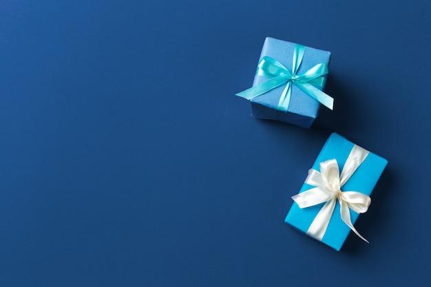 Caixa de presente em azul clássico