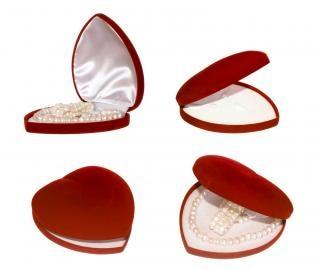 Caixa de presente em forma de coração vermelho