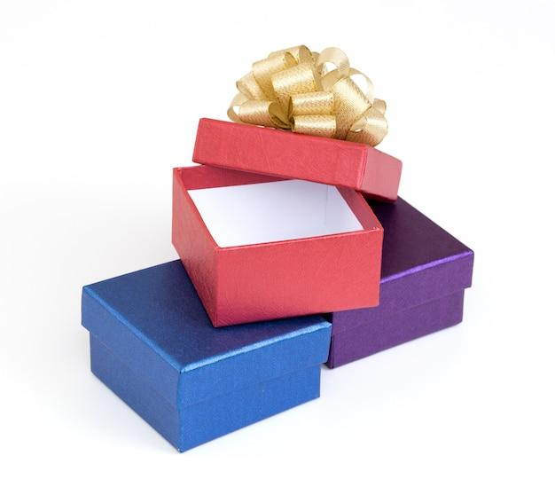 Caixa de presente em fundo branco