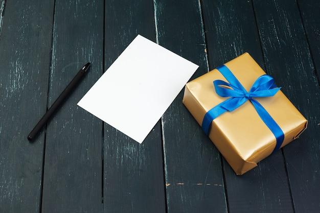 Caixa de presente em madeira
