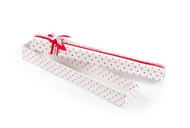 Caixa de presente isolada no branco