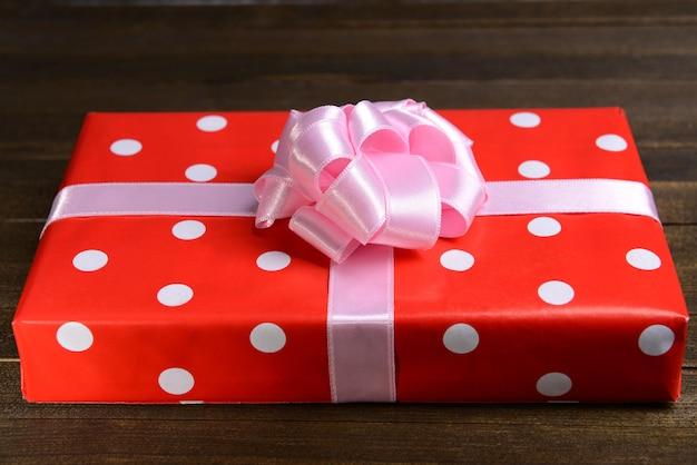 Caixa de presente na mesa