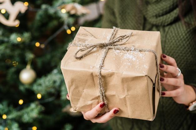 Caixa de presente no conceito de natal e ano novo.