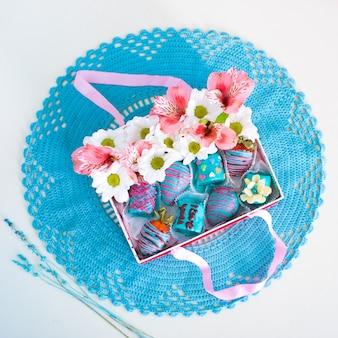 Caixa de presente no guardanapo de crochê