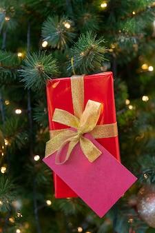 Caixa de presente para o abeto de natal. lugar para inscrição.