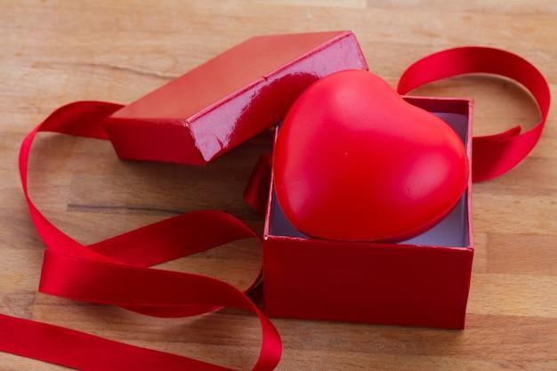 Caixa de presente para o dia dos namorados com fita