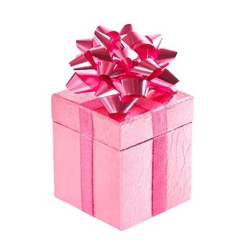 Caixa de presente rosa com laço em fundo branco