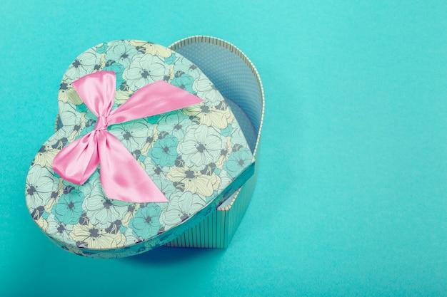 Caixa de presente vazia em forma de coração
