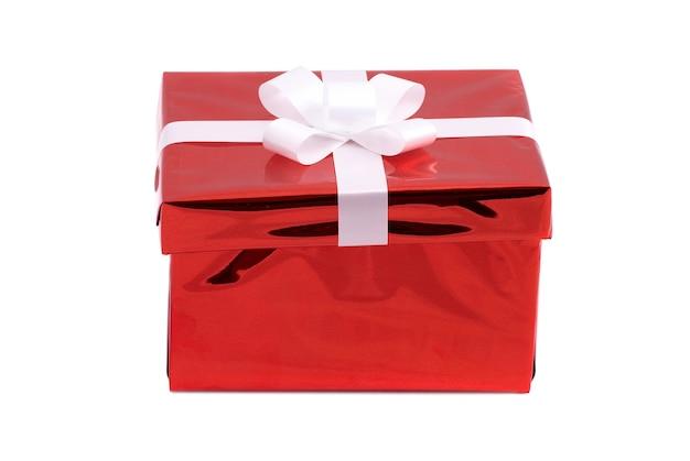 Caixa de presente vermelha isolada