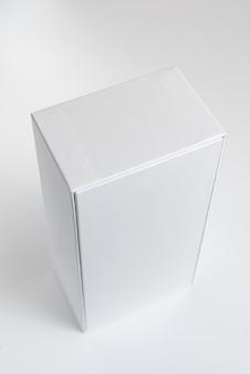 Caixa de telefone celular branca no fundo